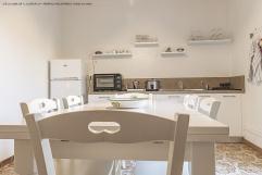 La cucina completa di tutti gli accessori e comfort